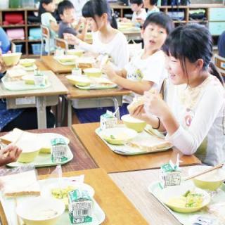 """日ごろの給食に""""減塩パン""""で子どもたちに健康と笑顔を"""